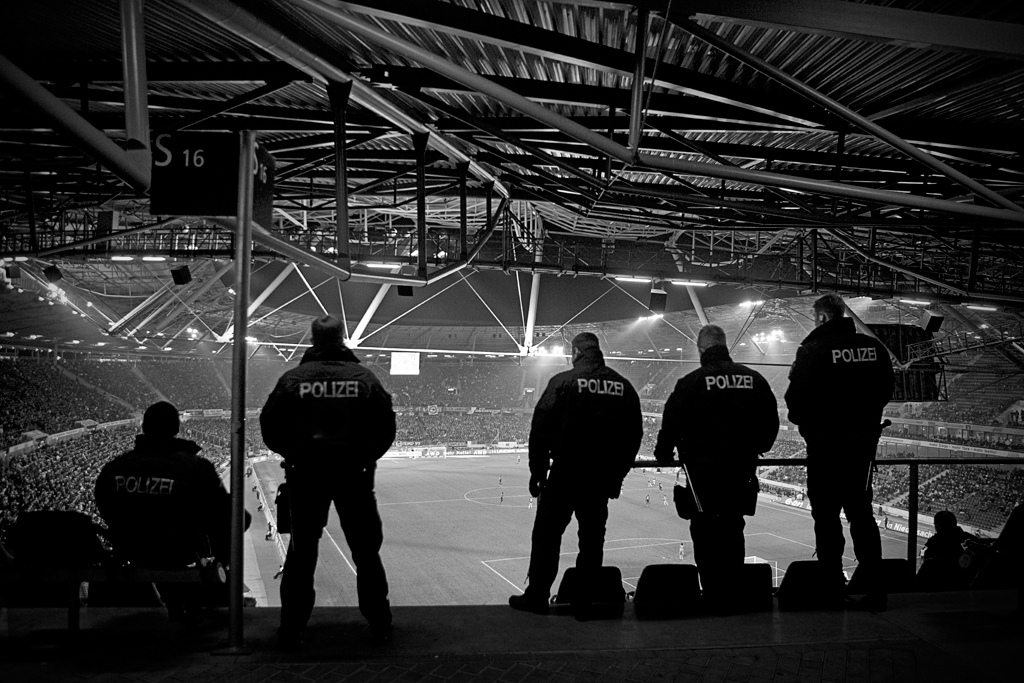 PI West - Polizei beim Fussball